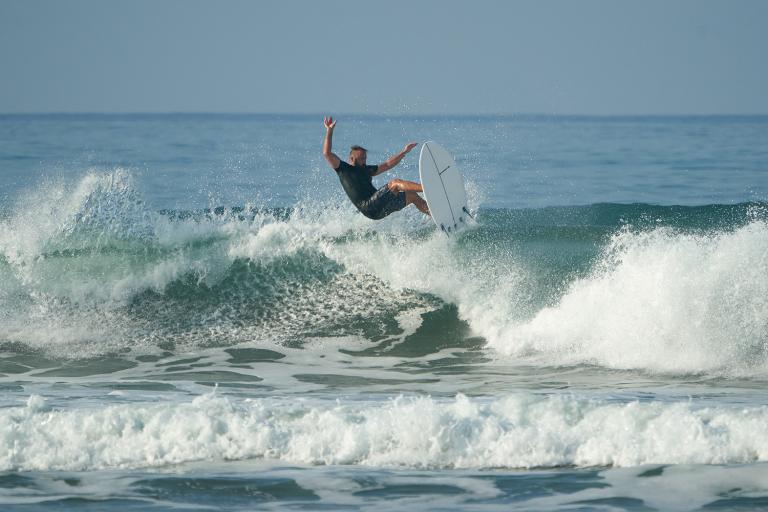 GONG SURF BATMOB EPS