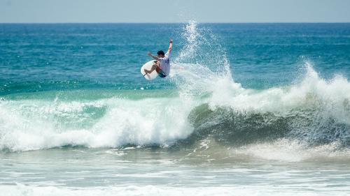 PHOTO : AERIAL SURFING !!…