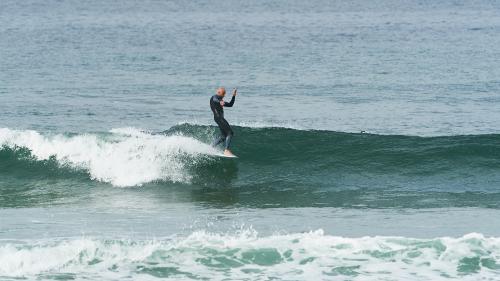 PHOTO : SURFER UN LONGBOA…