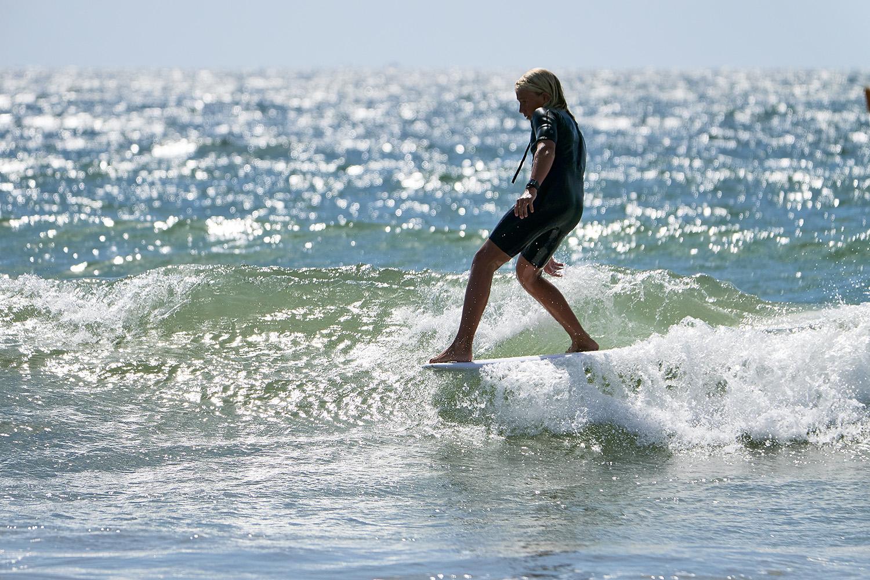 longboard surfing