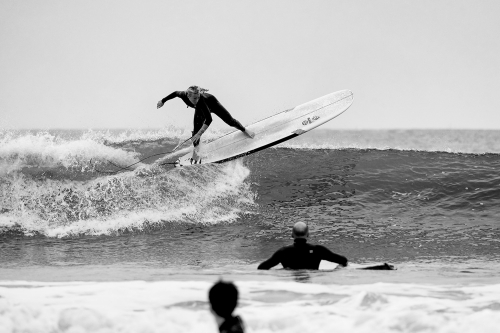 PHOTO : LONGBOARD SURFING…