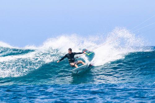 PHOTO: KITE SURFING !!!
